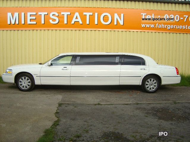 2005 Lincoln  Stretch Limo Limousine 70 Limousine Used vehicle photo