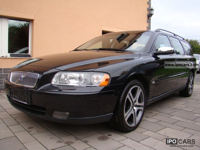 2012 volvo v70 d5 move car photo and specs. Black Bedroom Furniture Sets. Home Design Ideas