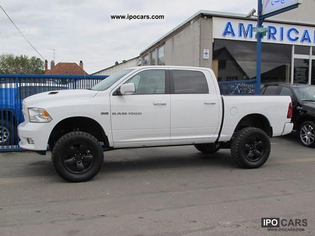 2012 dodge ram 1500 sport crew car photo and specs. Black Bedroom Furniture Sets. Home Design Ideas