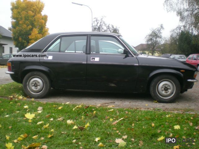 1980 Austin  Allegro 1300 Special + Battle Vehicle Small Car Classic Vehicle photo