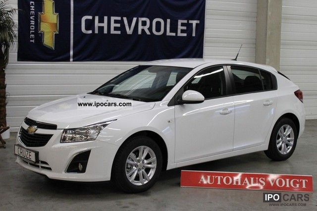 2012 Chevrolet  Cruze 1.4TurboNeues model / Navi / taxes p.a.Nur7 Limousine Used vehicle photo