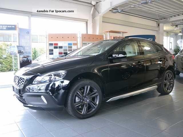 Volvo V40 Cross Country Price, Review, Pics, Specs