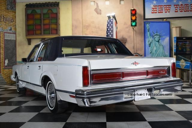 1980 Lincoln Continental  Car Photo and Specs