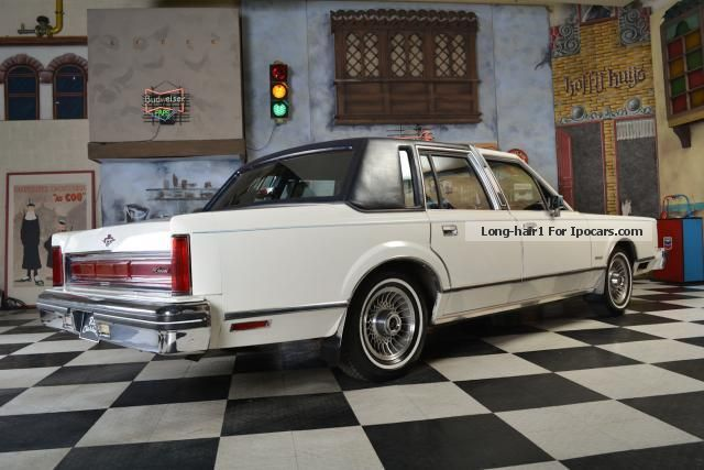 1980 lincoln continental car photo and specs. Black Bedroom Furniture Sets. Home Design Ideas