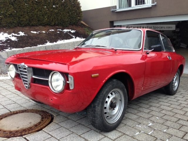 Captivating 1967 Alfa Romeo Giulia Sports Car/Coupe