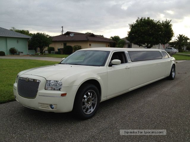 2006 Chrysler  STRETCHLIMOUSINE LIMO Saloon Used vehicle photo