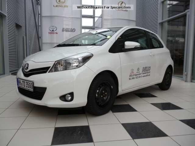 2013 Toyota  Yaris 1.33 VVT-i Multidrive S Life Saloon Demonstration Vehicle photo