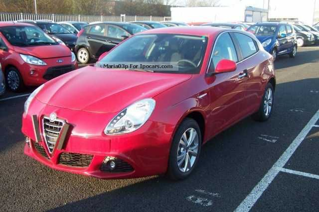 2012 Alfa Romeo  Giulietta 1.6 JTD Distinctive leather / P.SD / stop \u0026 s Saloon New vehicle photo