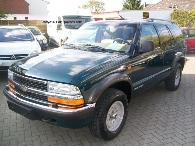 1998 GMC  Chevrolet Blazer S-10 Lux Off-road Vehicle/Pickup Truck Used vehicle photo