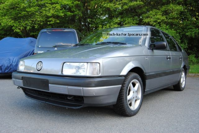 1990 Volkswagen  Passat 1.9 CL Saloon Used vehicle photo