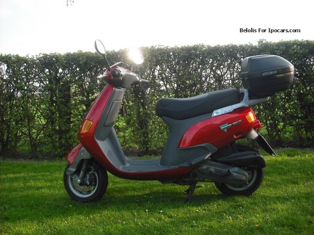 1997 piaggio skr125 car photo and specs. Black Bedroom Furniture Sets. Home Design Ideas