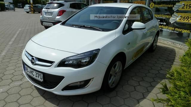 2013 Opel  Astra J 1.4 Fun Saloon Demonstration Vehicle photo