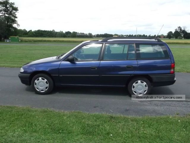 1995 Opel  \ Estate Car Used vehicle photo