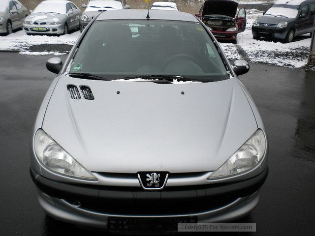 1999 Peugeot  206 75 * Automotikgetr. * Only 78.000km Small Car Used vehicle photo