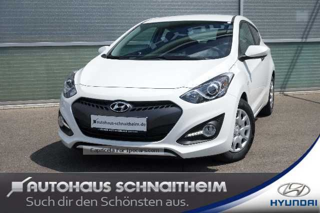 2013 Hyundai  i30 1.4 Classic Coupe Sports Car/Coupe Used vehicle photo