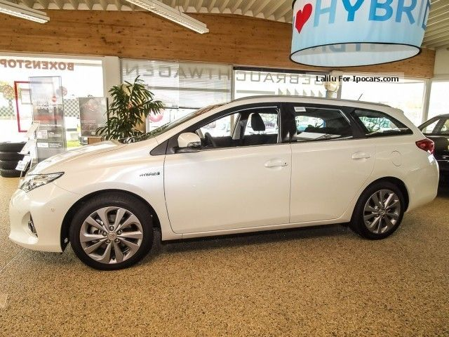2012 toyota auris hybrid sports touring automatic life. Black Bedroom Furniture Sets. Home Design Ideas