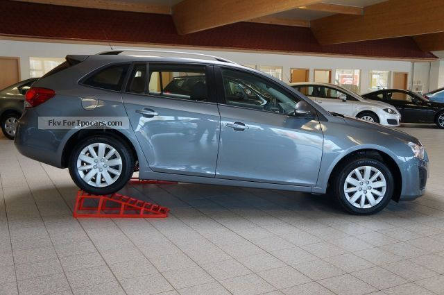 2013 chevrolet cruze sw ls zero km eu5 air rcd car photo and specs. Black Bedroom Furniture Sets. Home Design Ideas
