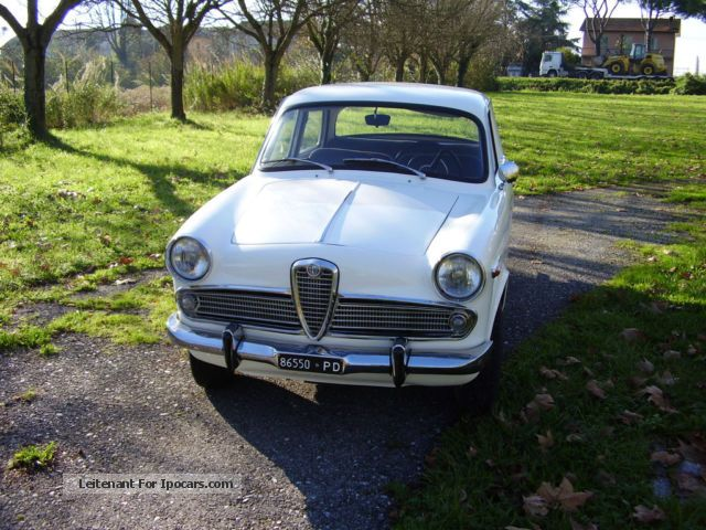 2012 Alfa Romeo  Giulietta T.I. Saloon Classic Vehicle(  Accident-free) photo