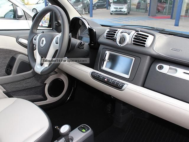 2013 smart fortwo passion interior package including crystal grey car photo and specs. Black Bedroom Furniture Sets. Home Design Ideas