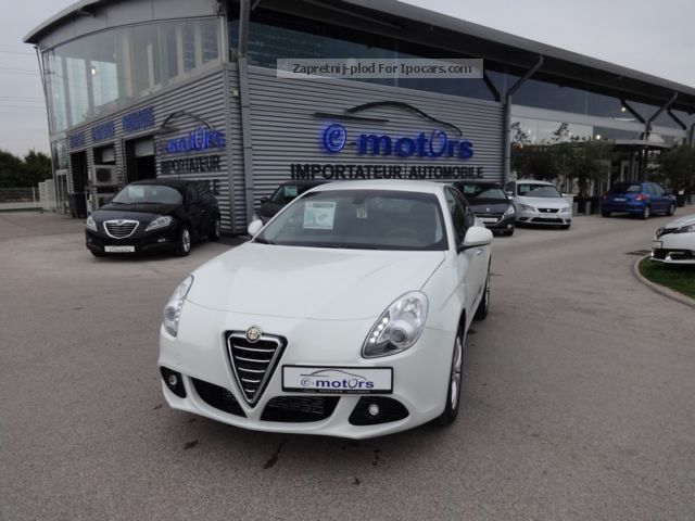 2013 Alfa Romeo  Giulietta Distinctive JTDm 105 ch S \u0026 S Saloon Used vehicle photo
