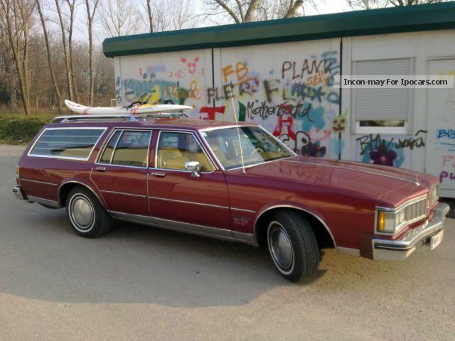 1980 Oldsmobile  Custom Cruiser Estate Car Classic Vehicle(  Accident-free) photo