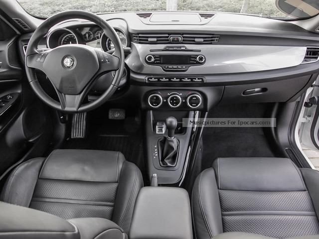 2012 alfa romeo giulietta 1 4 tb multiair 16v turismo automatic car photo and specs. Black Bedroom Furniture Sets. Home Design Ideas