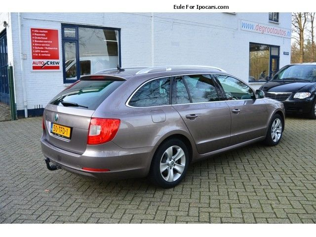 2012 skoda superb combi 1 6 tdi greenline ambition business car photo and specs. Black Bedroom Furniture Sets. Home Design Ideas