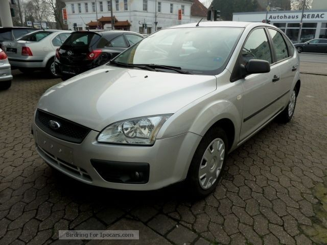 2005 Ford  Focus 1.6 16V Trend Saloon Used vehicle photo
