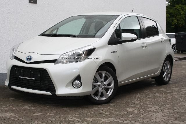 Toyota  Yaris Hybrid 1.5 VVT-i Club Lounge Comfort Navi 2012 Hybrid Cars photo