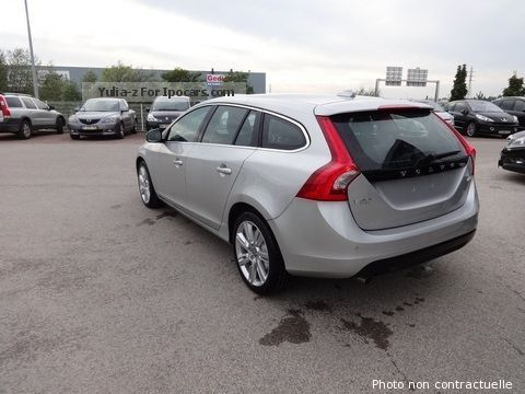 2013 volvo v60 d3 geartronic momentum 163 car photo and specs. Black Bedroom Furniture Sets. Home Design Ideas