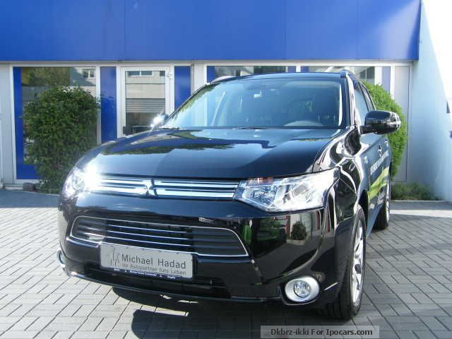 Mitsubishi  Plug-in hybrid Outlander Top electrically save 2014 Hybrid Cars photo