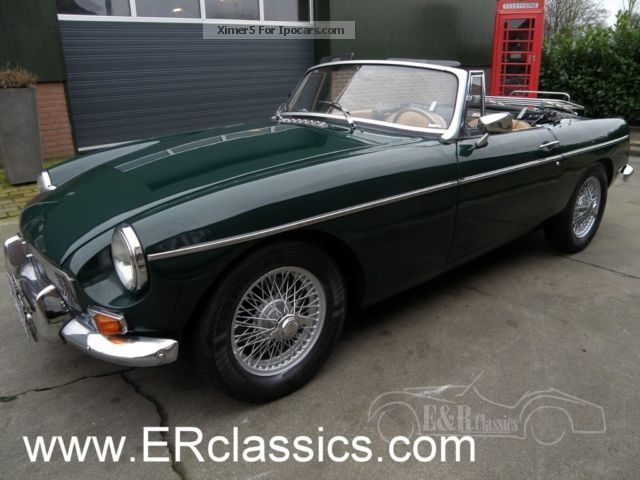 MG  1966 MGB Convertible British Racing Green Leather In 1966 Race Cars photo