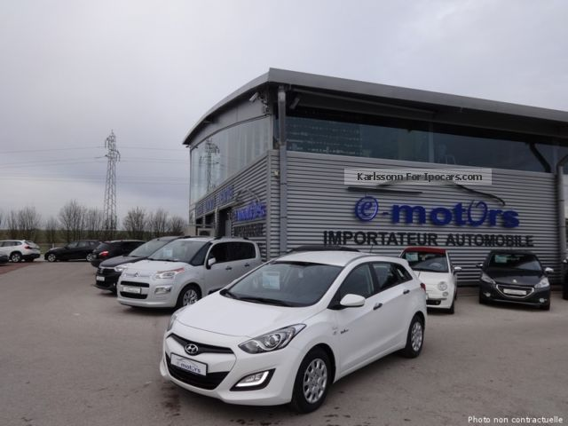 2014 Hyundai  i30 CRDi 110 SW Pack Inventive Estate Car Used vehicle photo