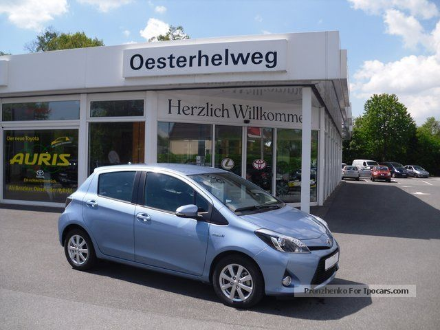 2012 Toyota  1.5 Yaris Hybrid Comfort Plus Teilleder Saloon New vehicle photo