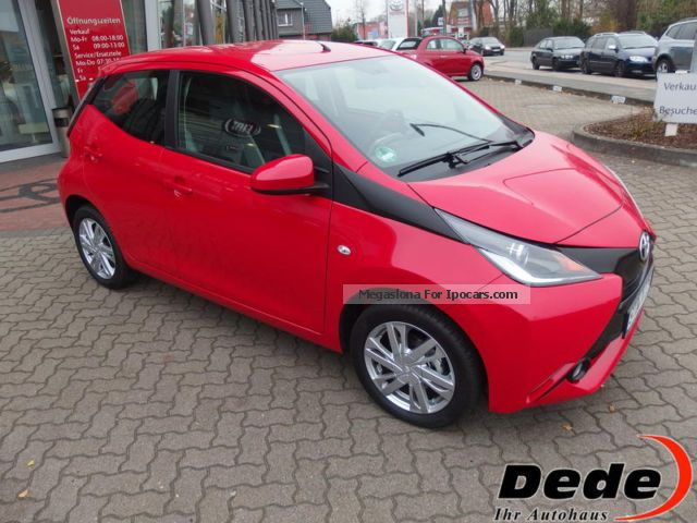 2014 toyota aygo x play touch 1 0 car photo and specs. Black Bedroom Furniture Sets. Home Design Ideas