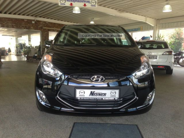 2014 Hyundai  ix20 1.4 Fifa World Cup Edition Silver Package Van / Minibus Demonstration Vehicle ( Accident-free ) photo