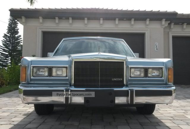 1989 Lincoln Town Car Car Photo And Specs