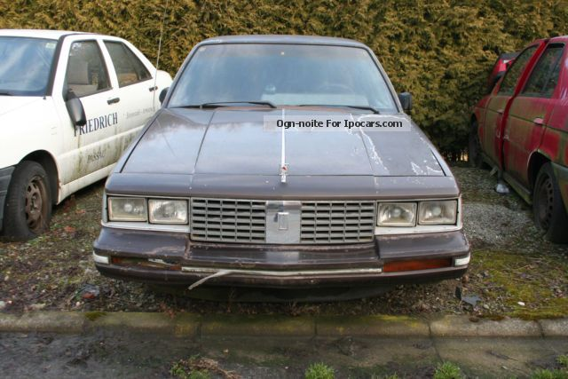 1983 Oldsmobile  Cutlass Brougham Saloon Used vehicle ( Accident-free photo
