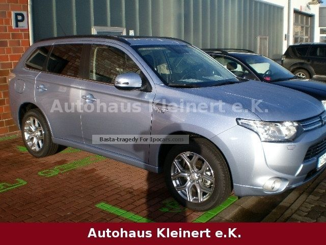 Mitsubishi  Outlander 2.0 4WD Plug-In Hybrid Top 2015 Hybrid Cars photo
